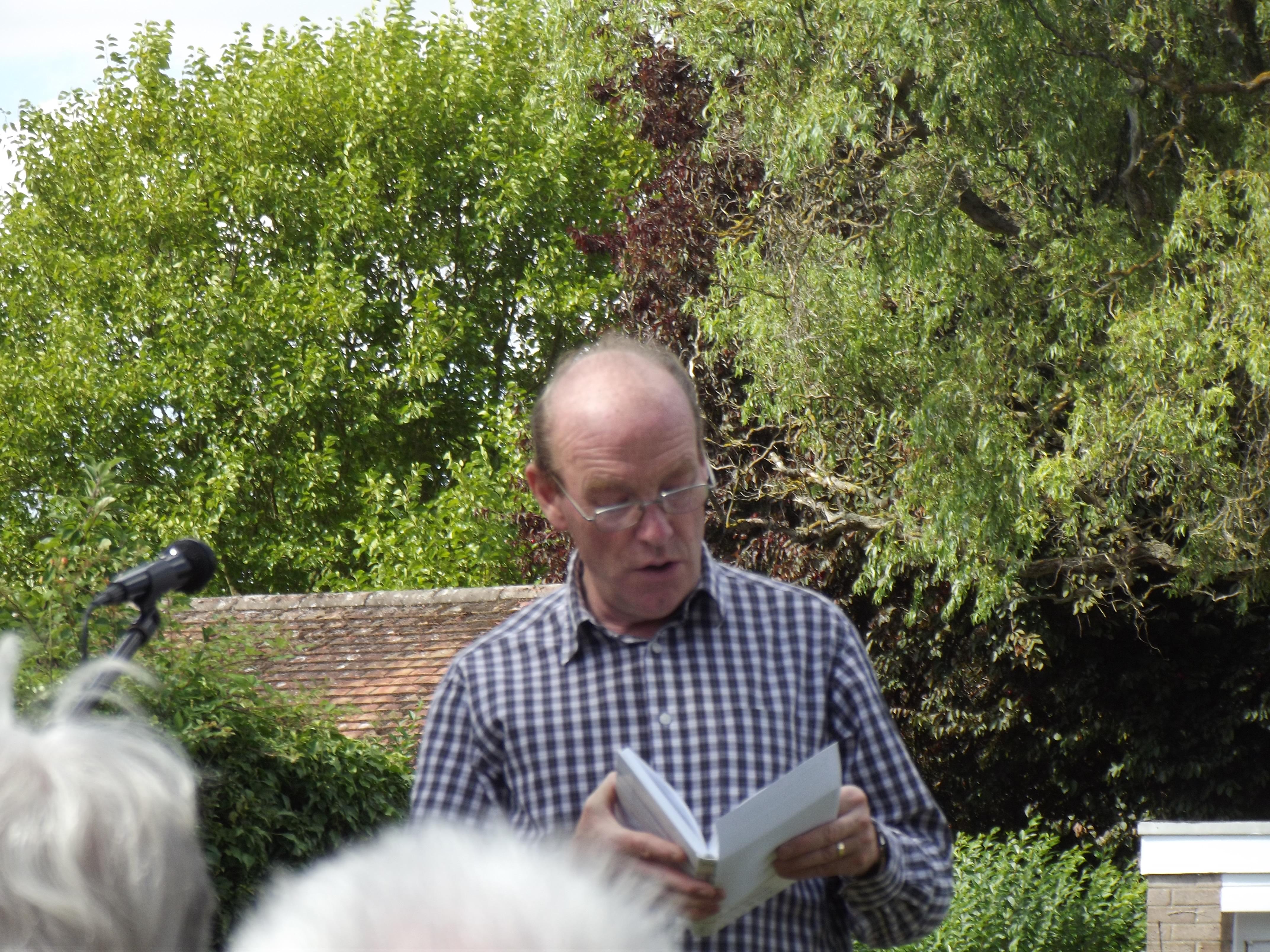 George introduces a hymn